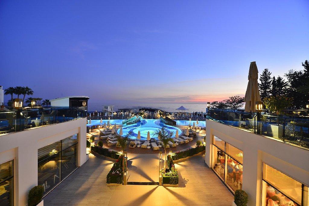 Hotel Azura Deluxe Resort Spa